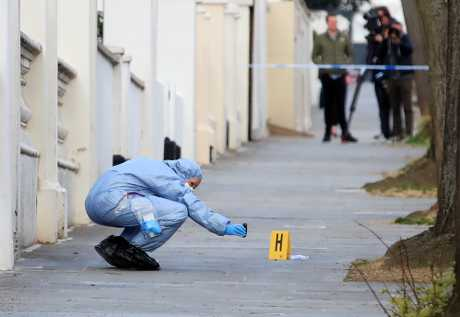 警方曾在大使馆外开枪。
