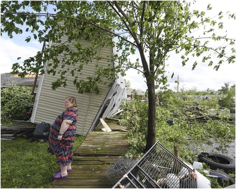 镇内至少两间流动房屋被毁。