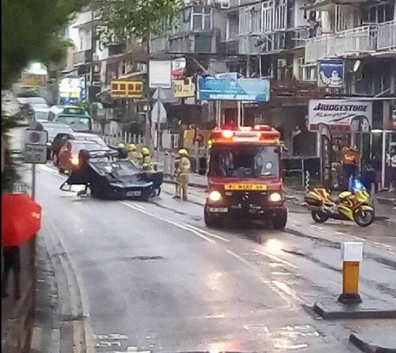 私家車失事翻車。網民GwanHou Lai圖片