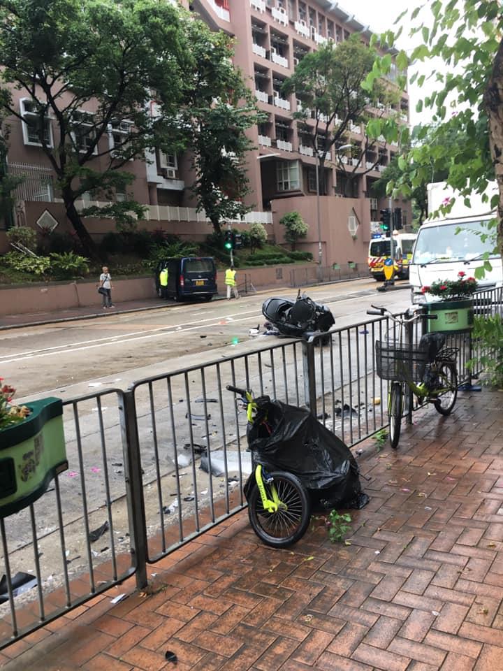 电单车被撞。香港突发事故报料区CW Wong图片