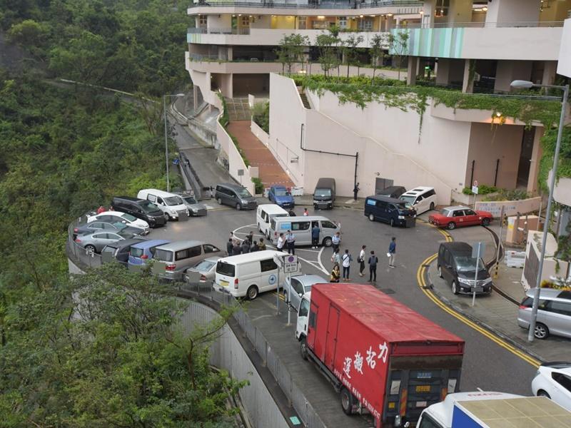 水泉澳邨21辆违泊车遭拆水拨。资料图片