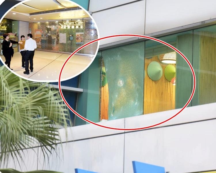 面向平台的一幅落地玻璃被扑毀。