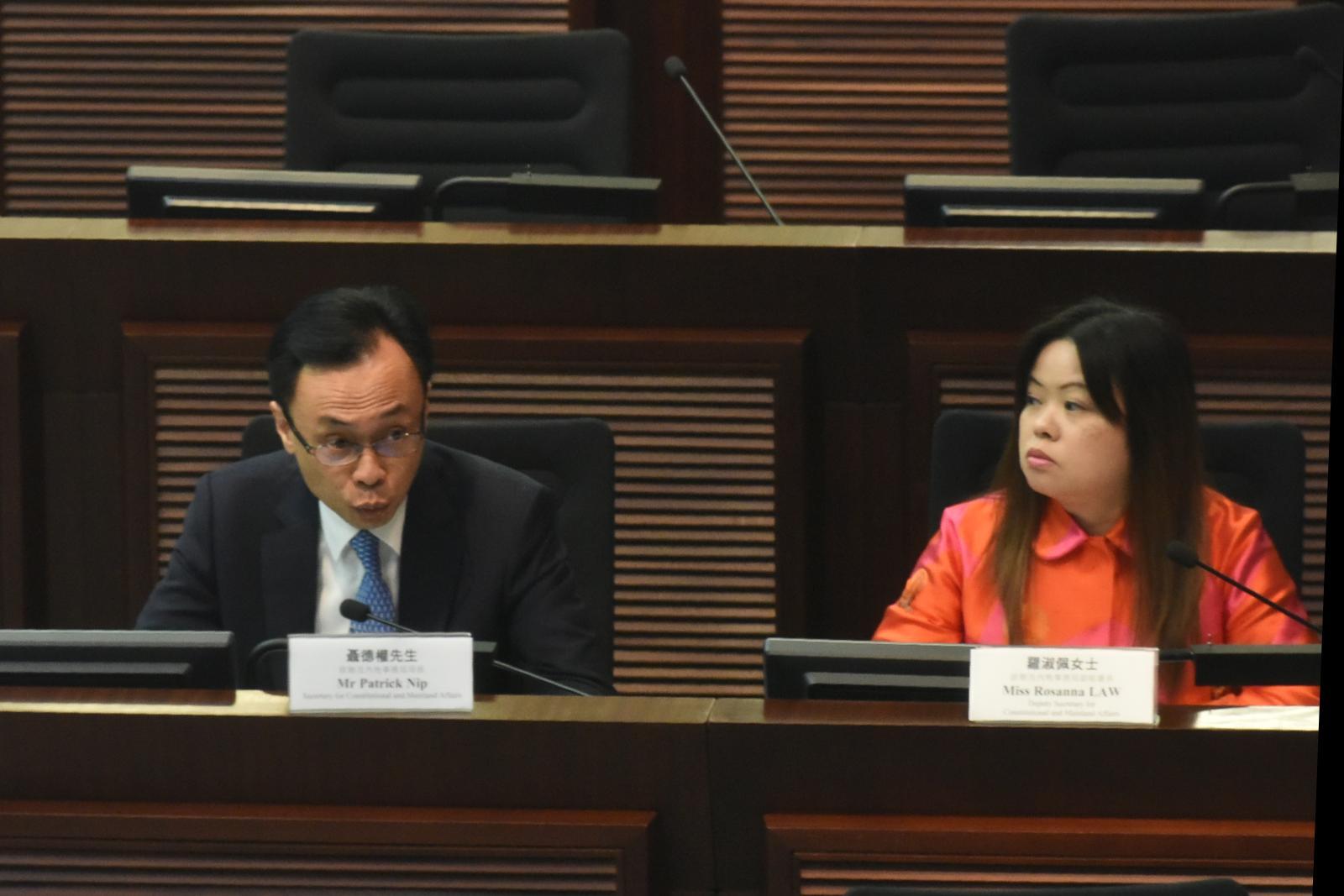 政制及內地事務局局長聶德權指不能「寫包單」確保同類事情不會再發生。