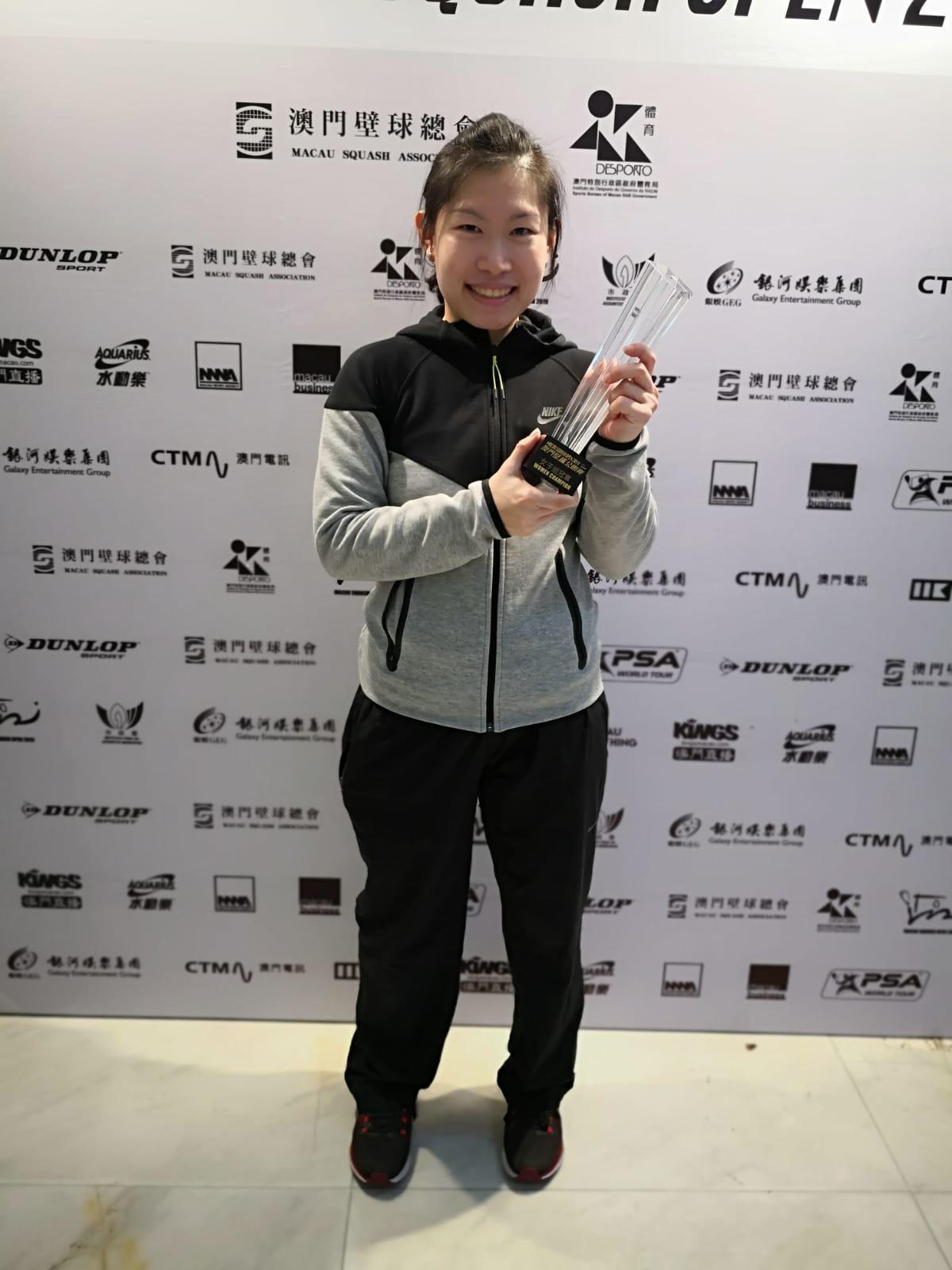 歐詠芝在決賽直落三局氣走劉薇雯奪冠。相片由香港壁球總會提供