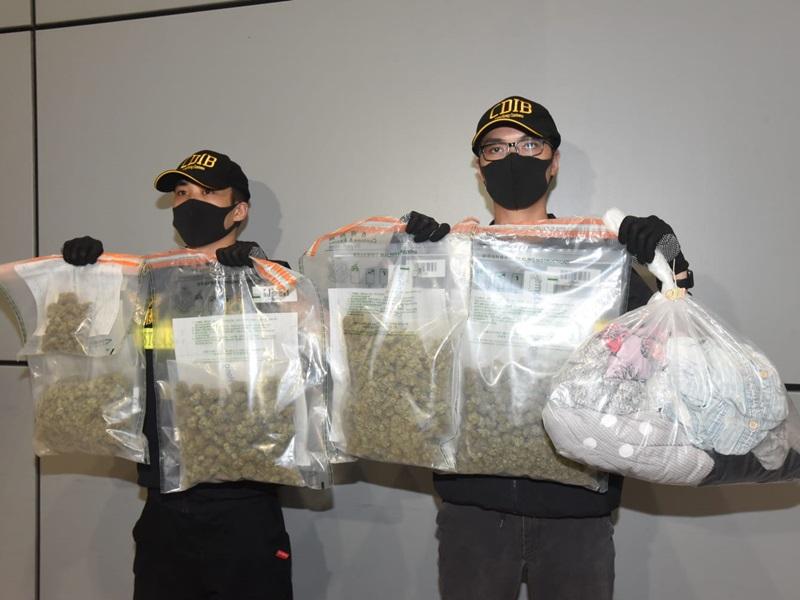 海關在一個美國寄港的空運郵包中檢獲5包懷疑大麻花,共重約2.2公斤,總值41萬元。