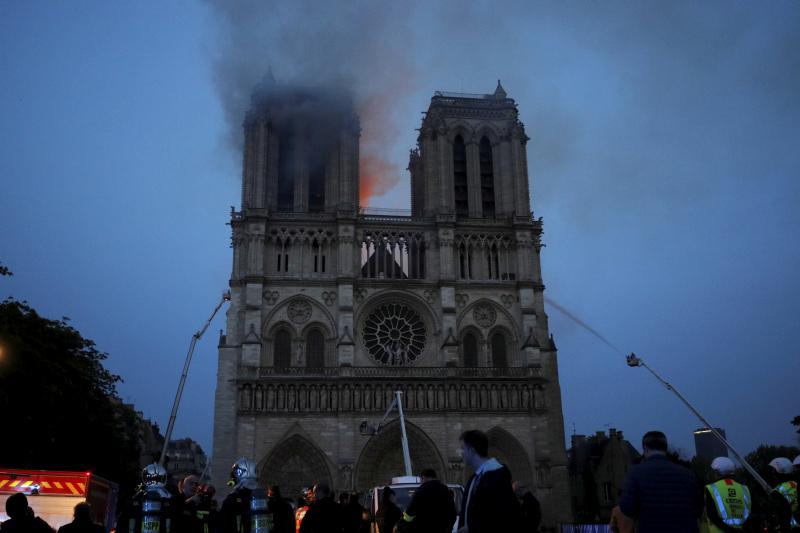 巴黎圣母院大火已接近扑灭。