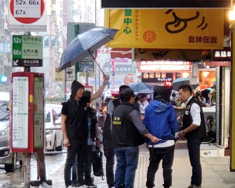 「槍手」由警員押返現場重組案情。