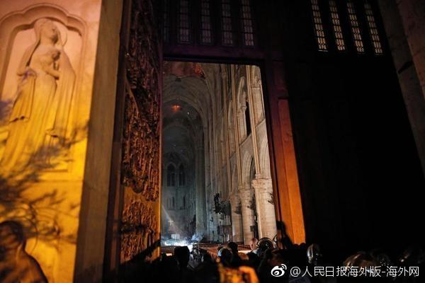 巴黎圣母院火灾后,教堂内部图片曝光。(网图)