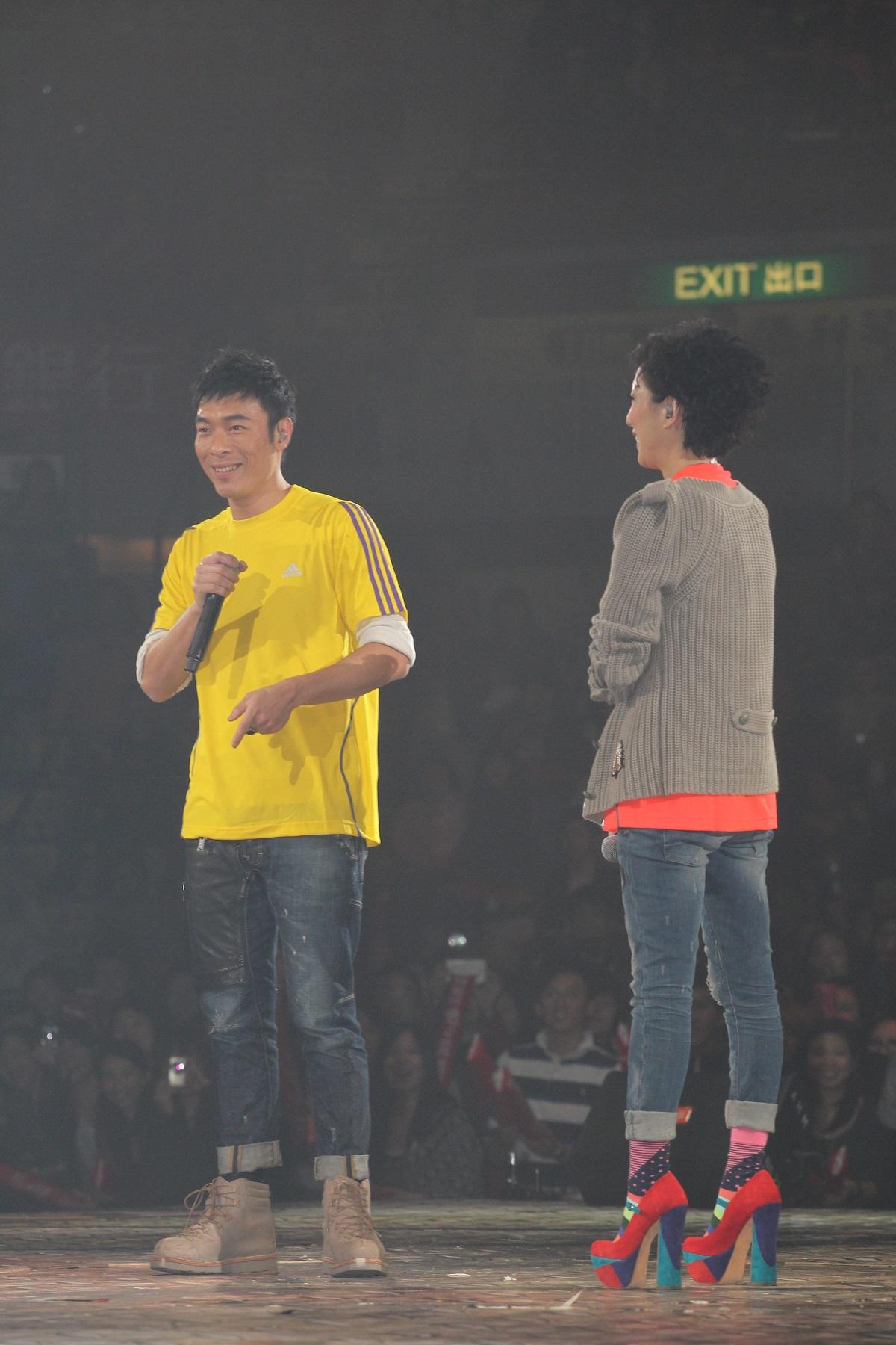 歌手鄭秀文(右)和許志安(左)。資料圖片