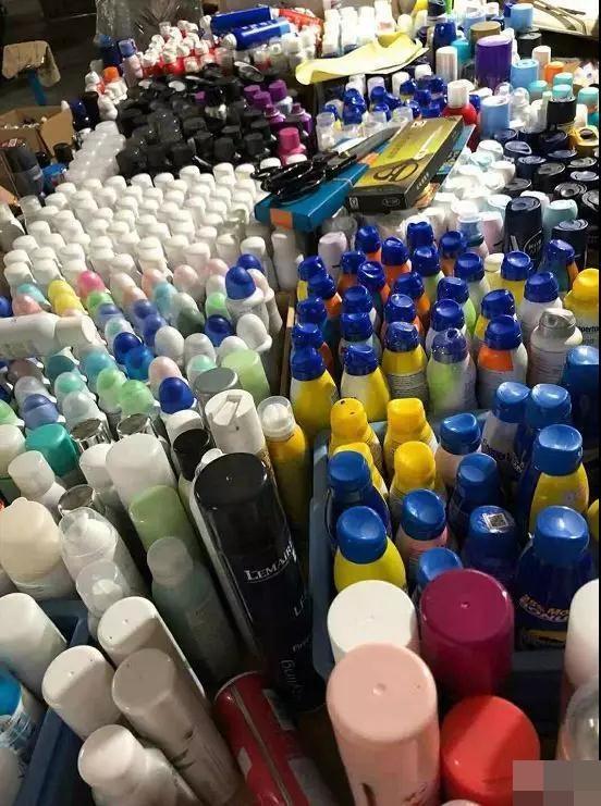 货品主要为防晒喷雾及补水喷雾,并涉及不同品牌。网图
