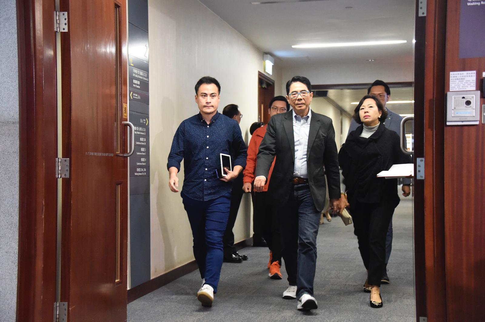 郭伟强认为自己做的事是正确的,批评涂谨申扰乱立法会秩序。
