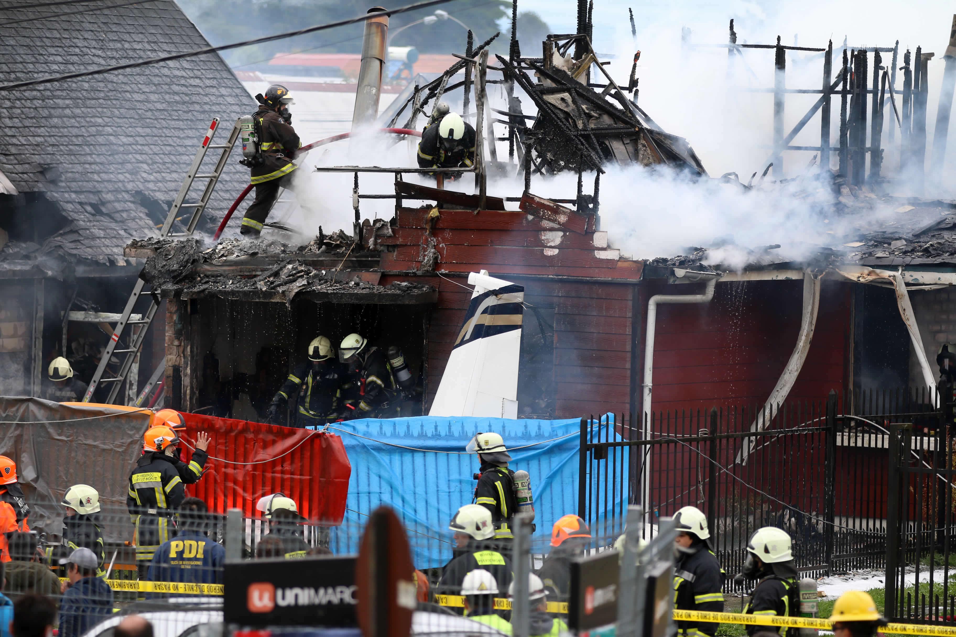 智利小型飞机坠民居机上所有人亡。AP
