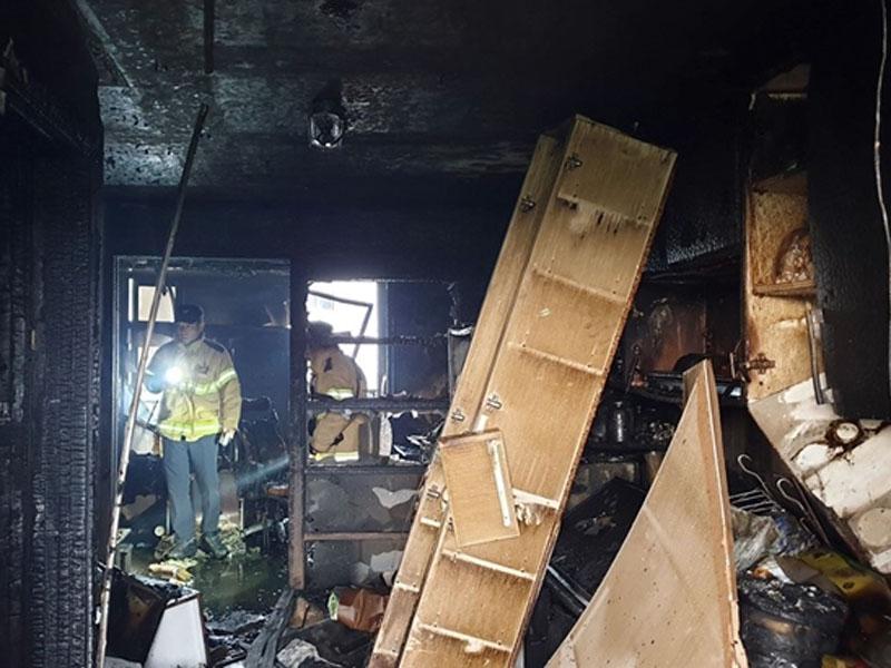 南韩晋州市纵火杀人案,酿5死13伤。