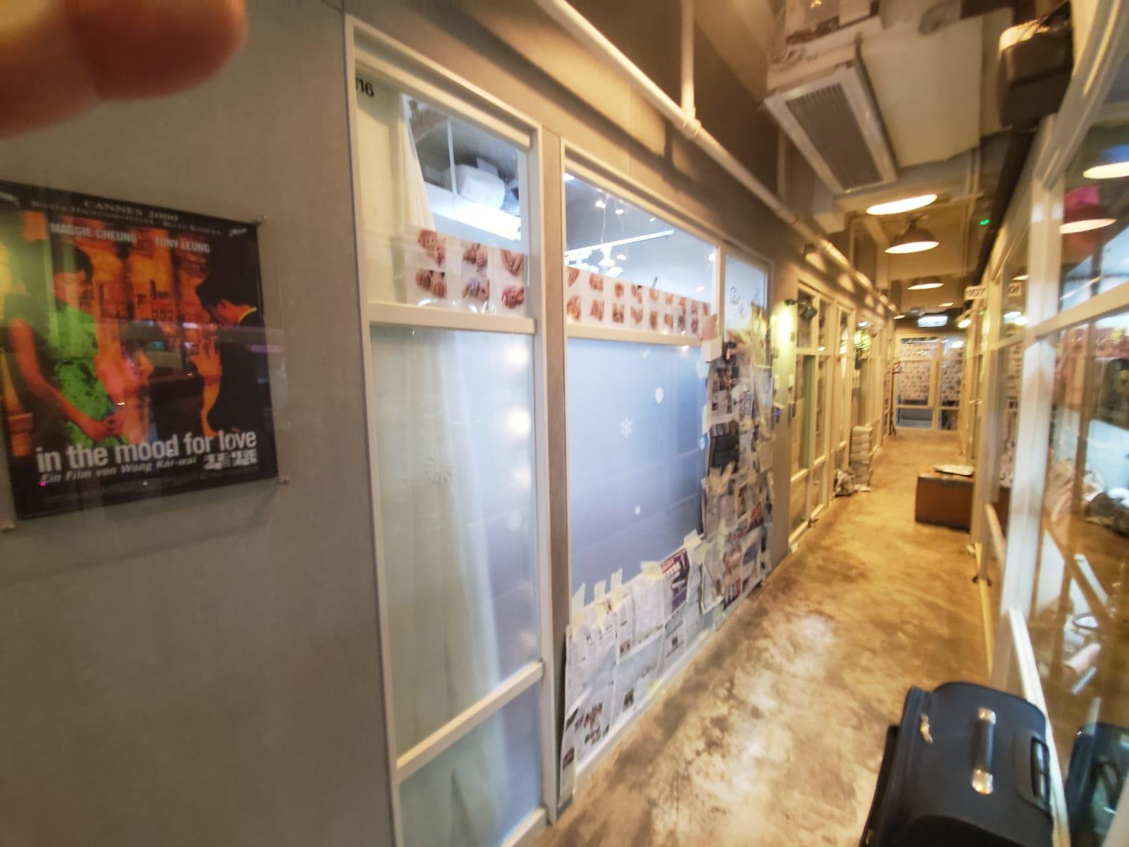 尖沙嘴美甲店遭歹徒淋潑紅油爆玻璃