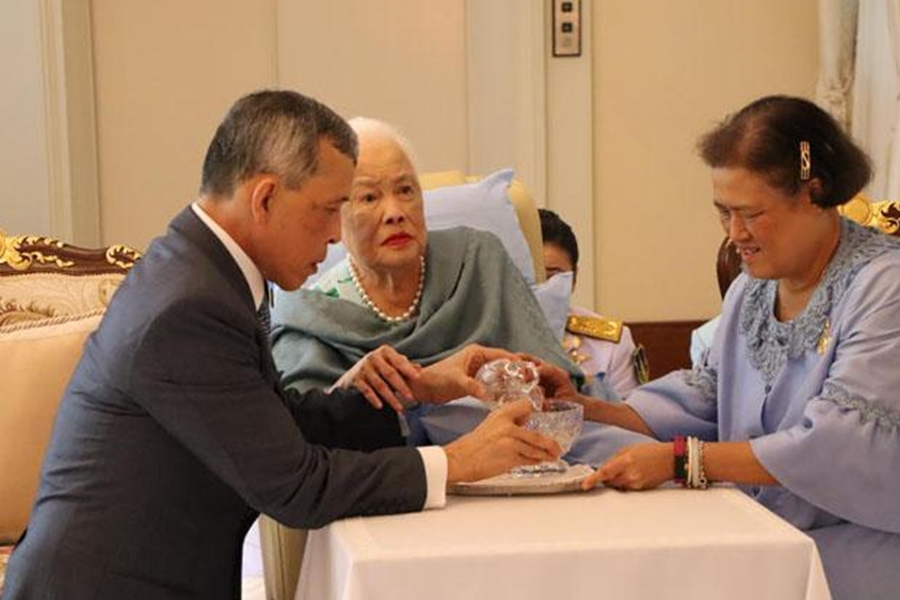 去年詩麗吉與子女慶祝她的86歲壽辰。網上圖片