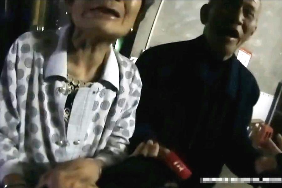 老翁還表示要送兩包煙以示感謝。網上圖片