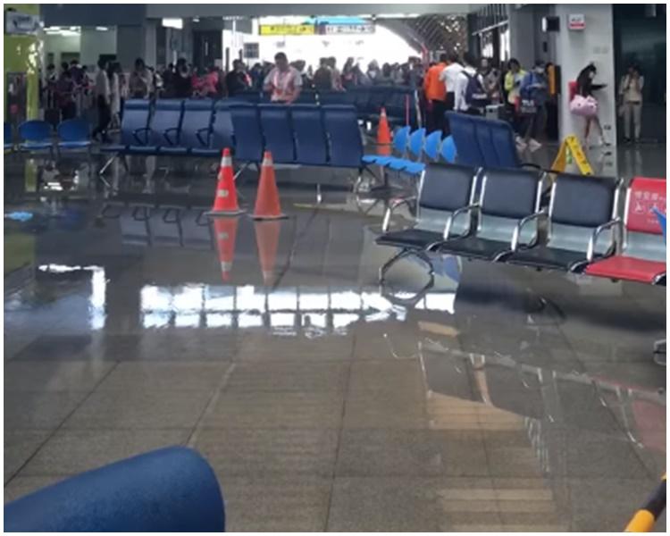 花蓮火車站疑似爆水管。facebook
