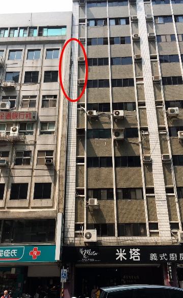 台北有大廈疑似傾斜。facebook