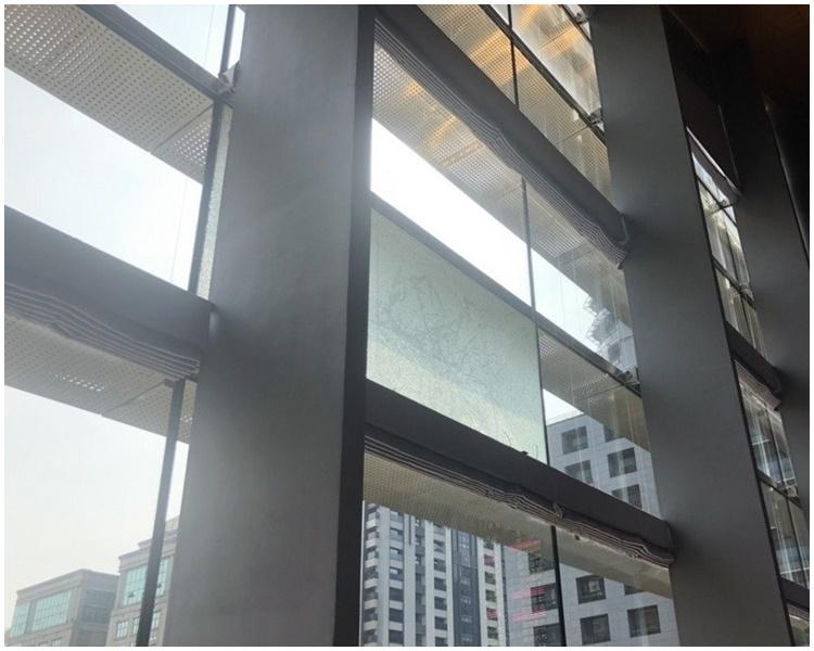 台中市議會有玻璃龜裂。網圖