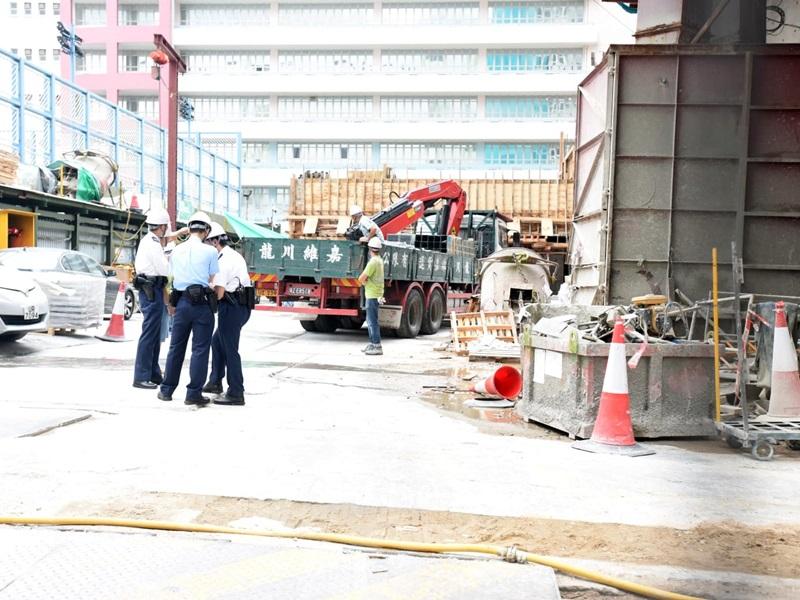 長沙灣居屋地盤鋁管鬆脫掉下 工人被擊中受傷送院