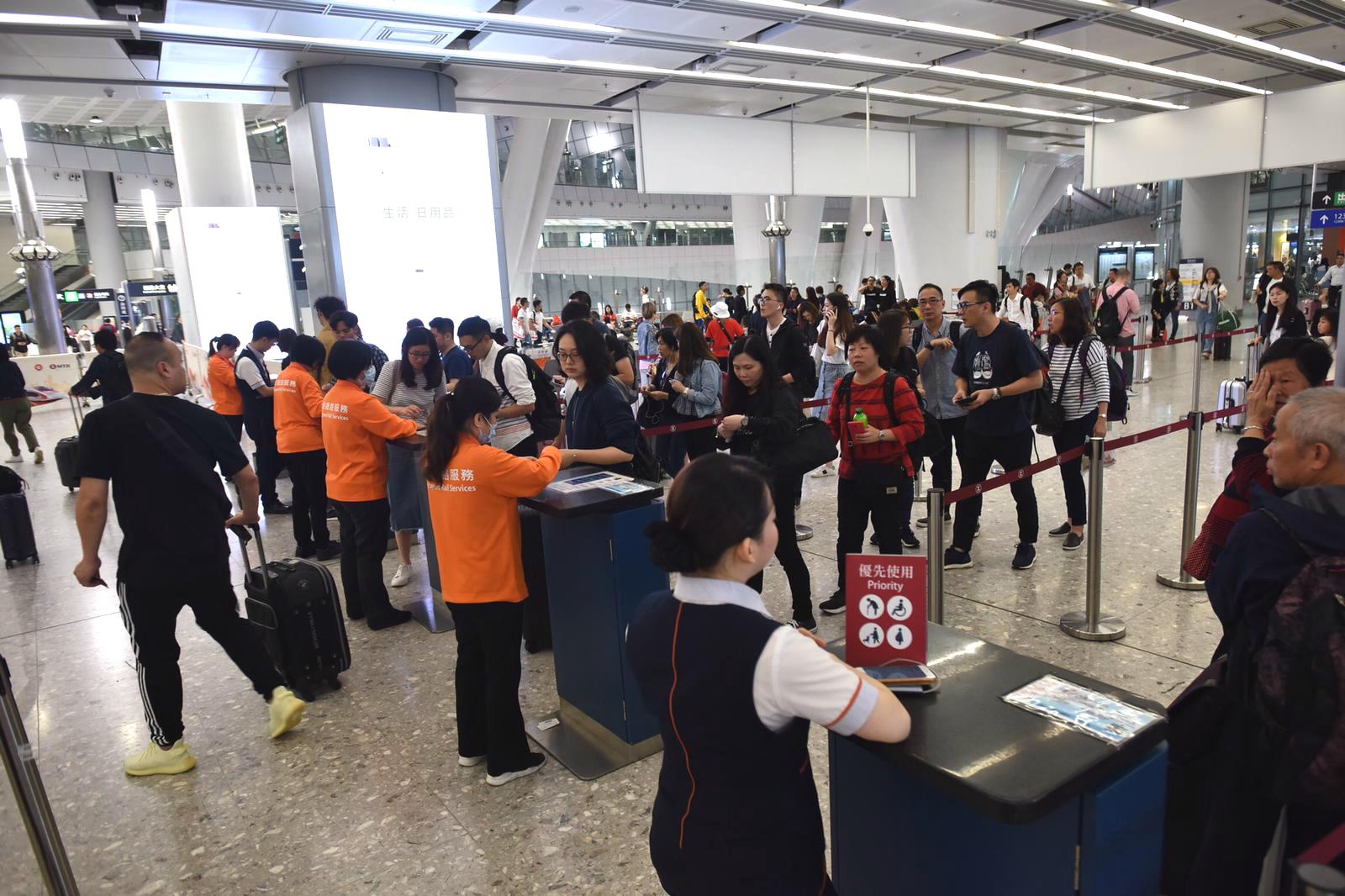 西九龍站旅客明顯增多。
