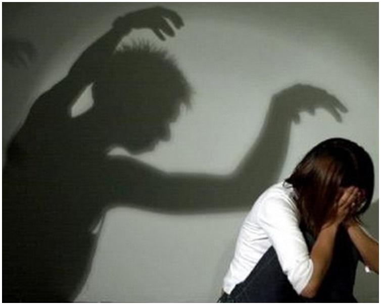 欣欣被父亲强姦后曾多次尝试逃走。