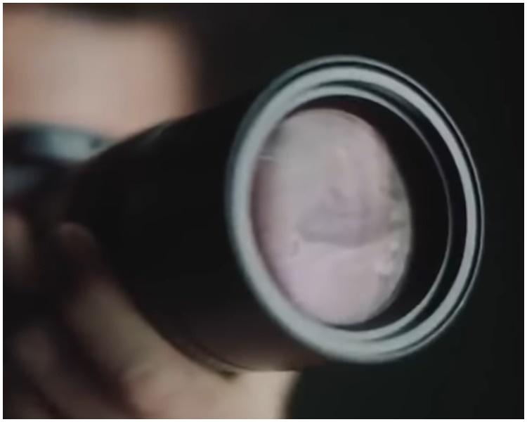 相機鏡頭疑似反射「坦克人」。網圖