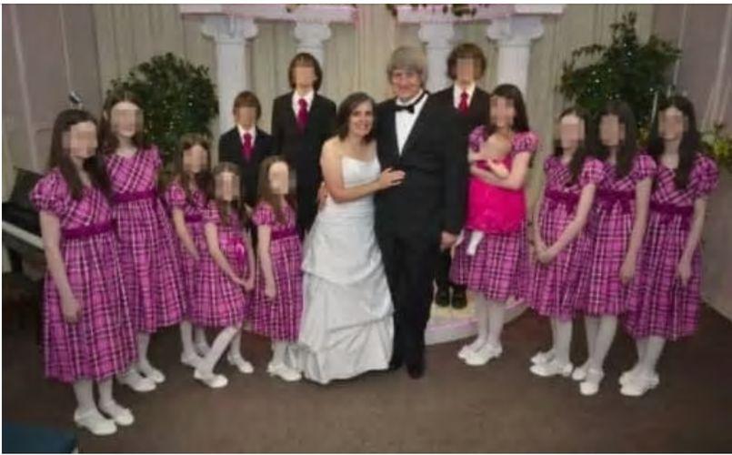 特平夫婦以往經常在facebook上傳家庭合照。fb