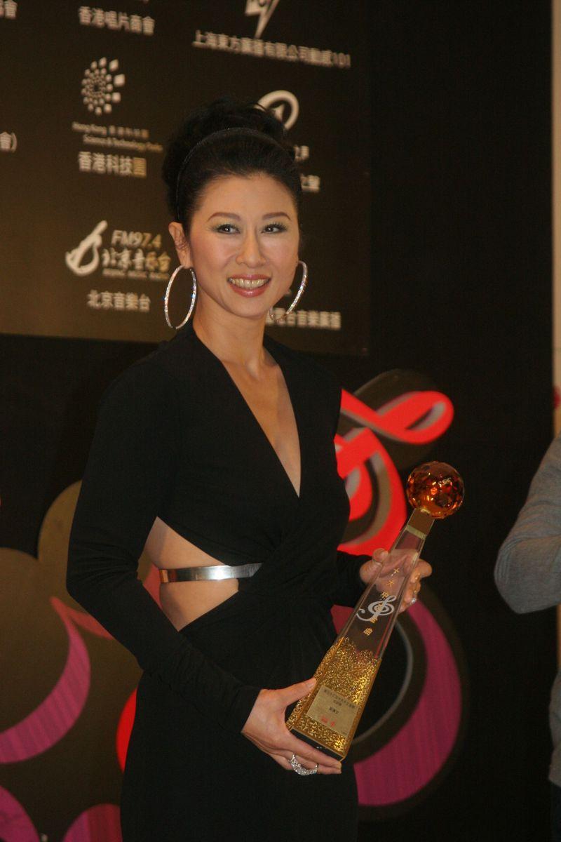 葉蒨文於2011獲頒「金針獎」。(資料圖片)