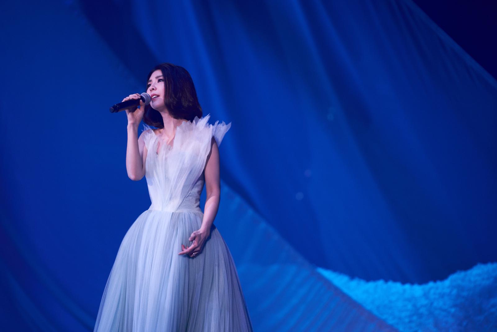 琇琇獻唱《芙烈亞》揭開演唱會序幕。