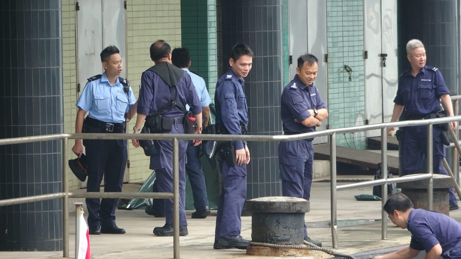 消防船將遺體送往中區政府碼頭。