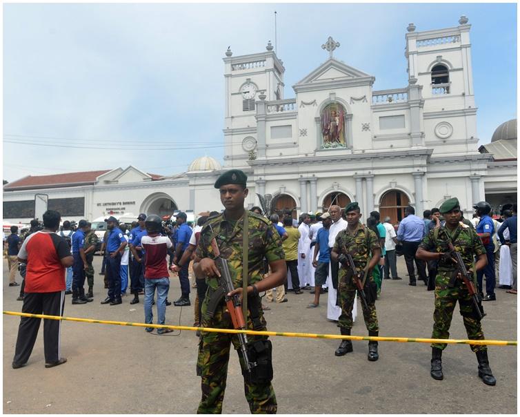 其中一間教堂爆炸後警方封鎖現場。AP