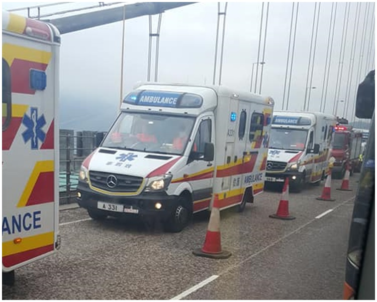 有目擊者指約10架救護車到場。FB香港突發事故報料區/Jess Wong