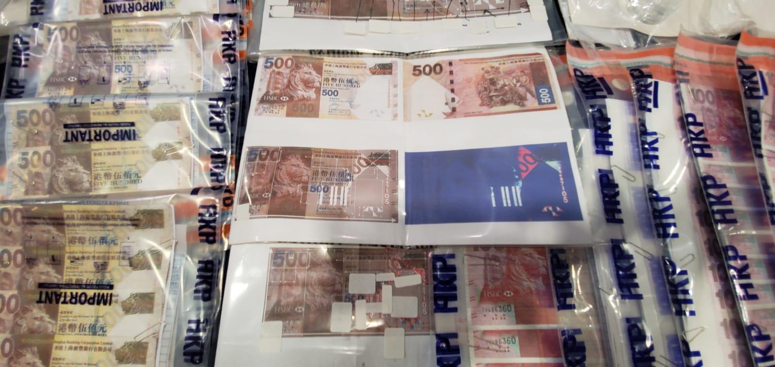 警方展示检获的假钞约值22万元。