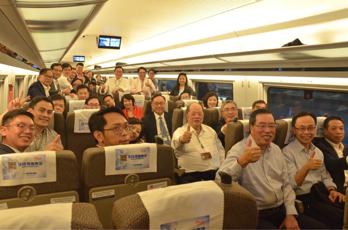 立法會長三角考察團乘坐高鐵抵達杭州。