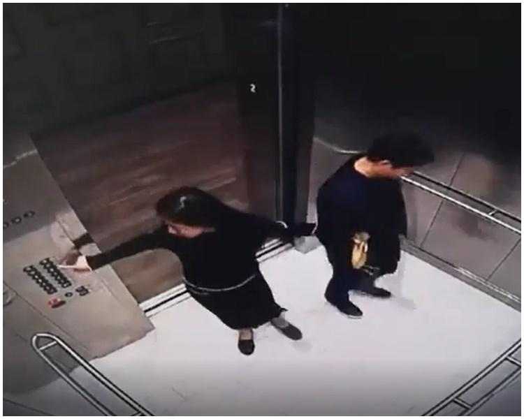 影片顯示女方舉止親密。網圖