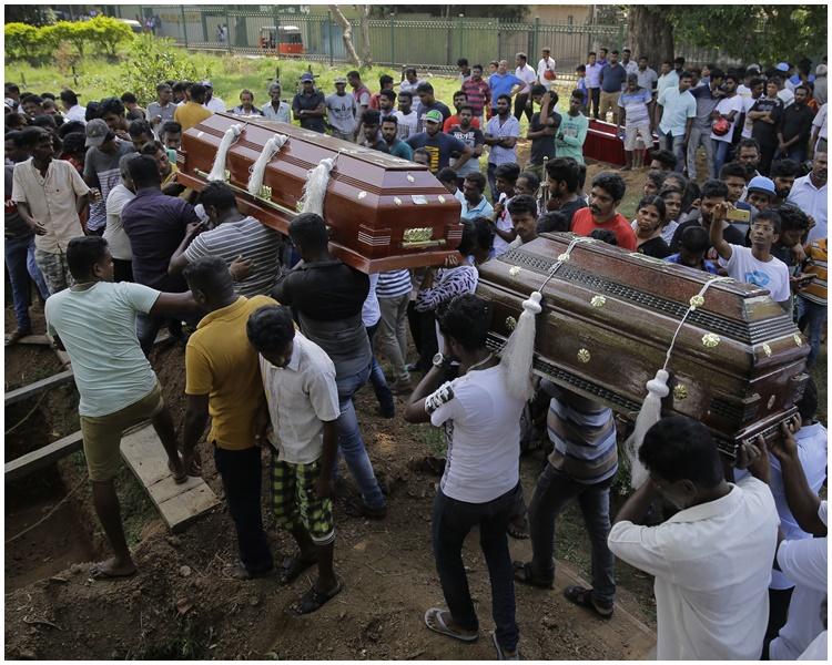连环炸弹袭击做成321人死亡。AP
