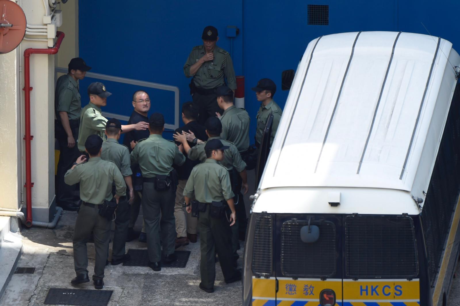 立法會議員邵家臻由囚車送往荔枝角收押所