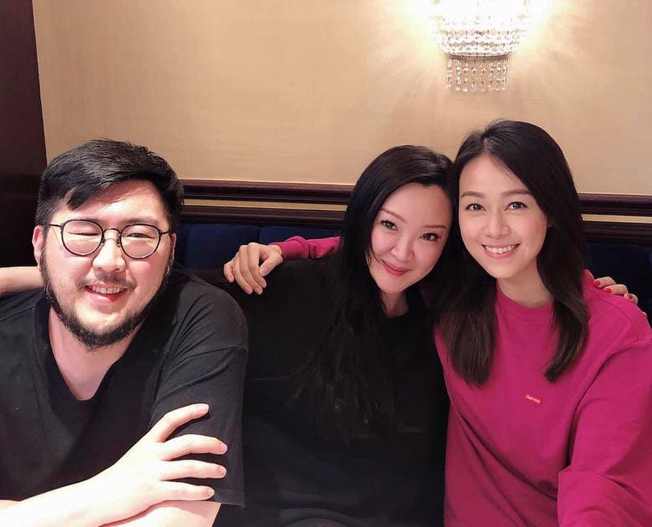 心穎曾與劉翁夫婦合照。 柳瑩fb圖片