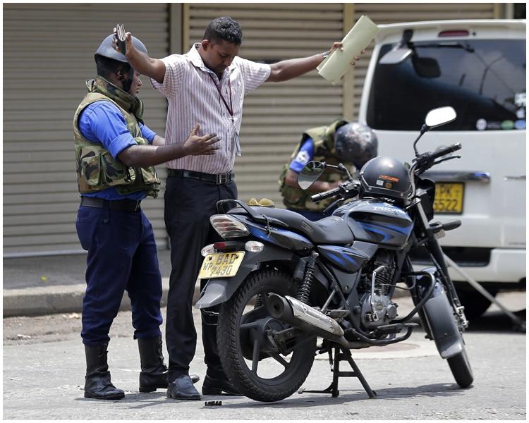 当地警察加强抽查。