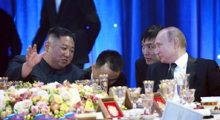 金正恩(左)邀请普京访问北韩,普京已经接受。