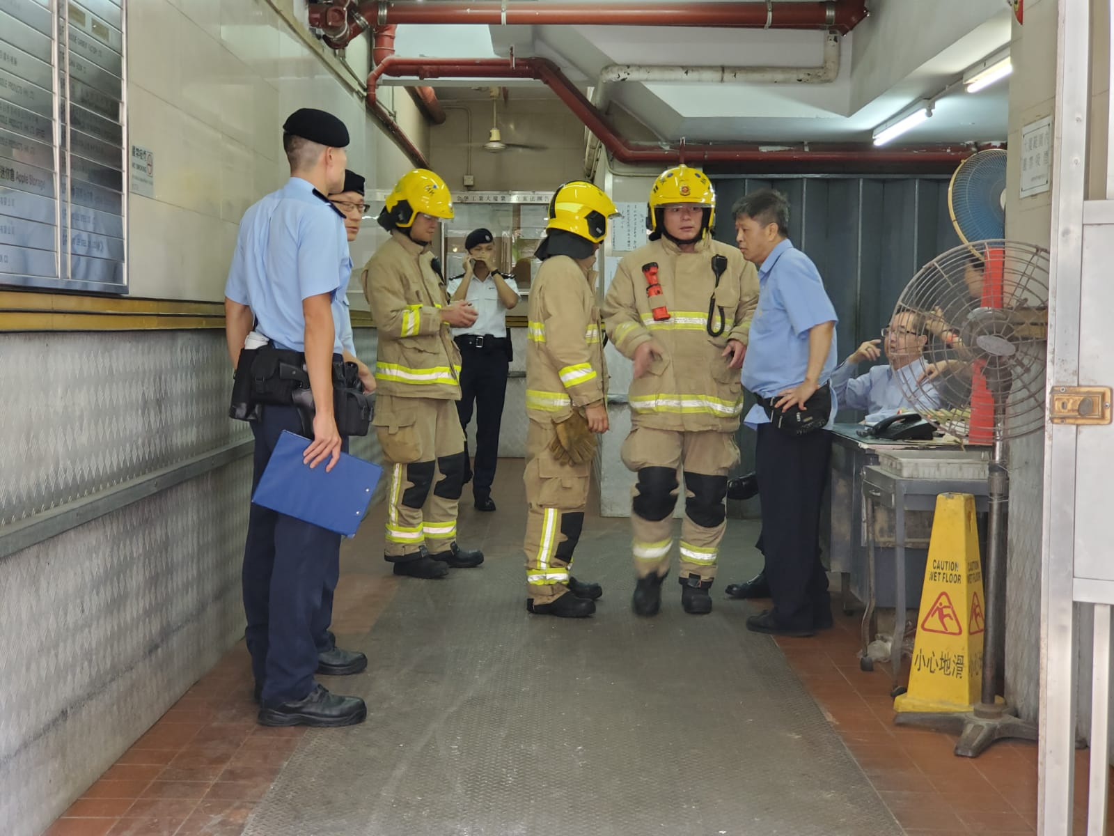 警方到场展开调查,消防亦到场戒备。