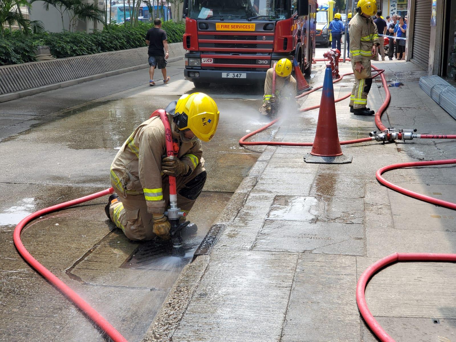 消防到场戒备。