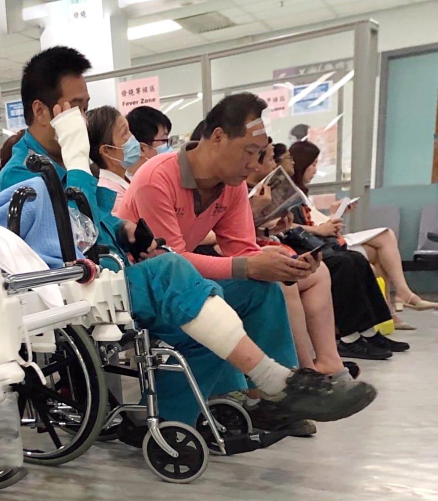 兩名傷者送往律敦治醫院治理。楊偉亨攝