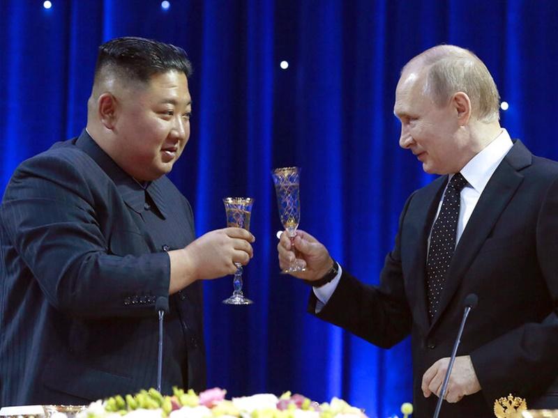 金正恩(左)邀請普京訪問北韓。AP