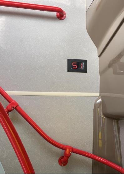 上層空置座位顯示屏。