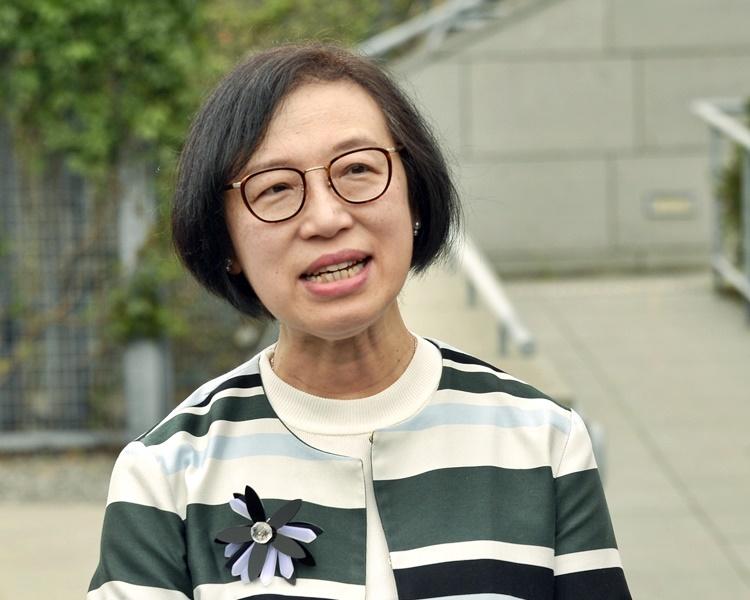 就吸引海外醫生來港,陳肇始指當局會接納好意見。