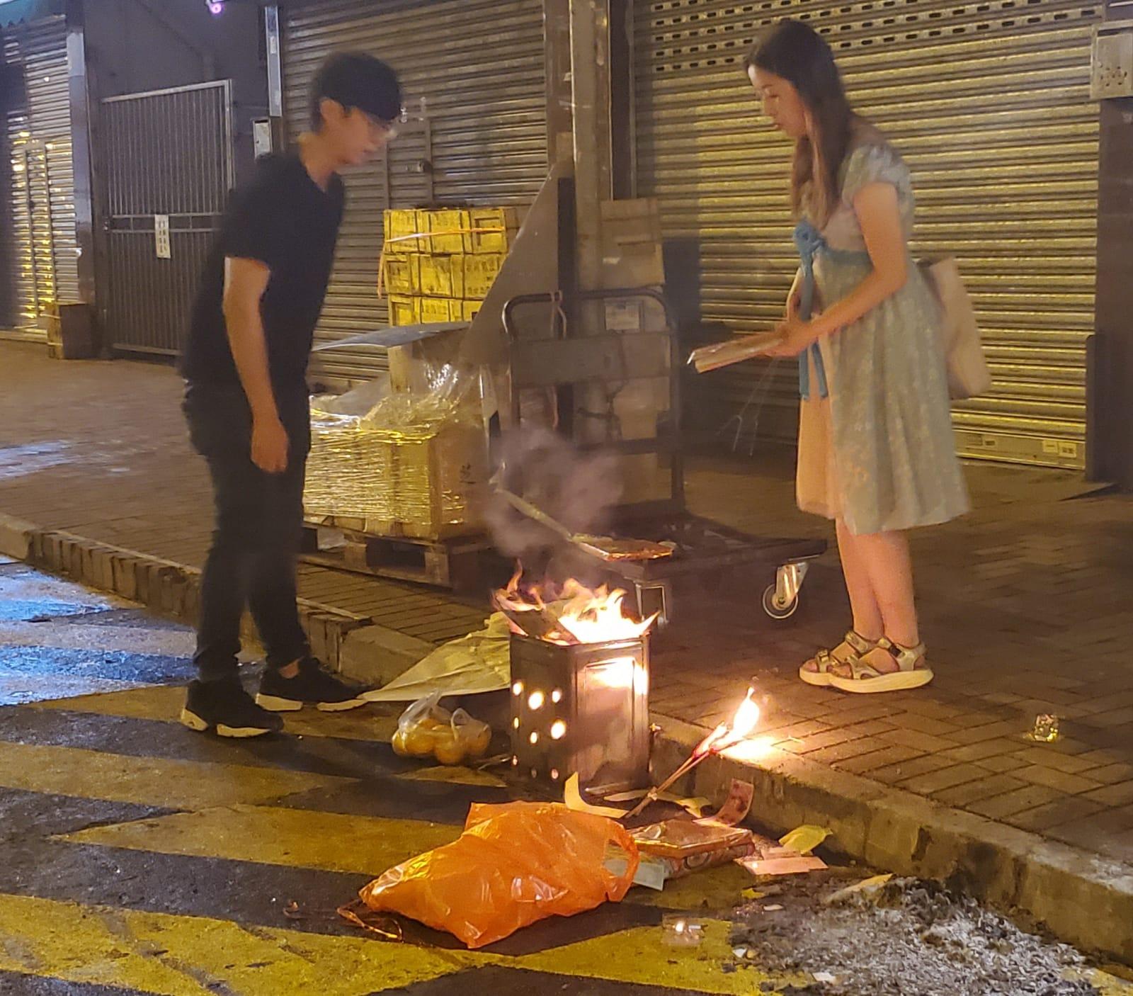 街坊路祭男女死者