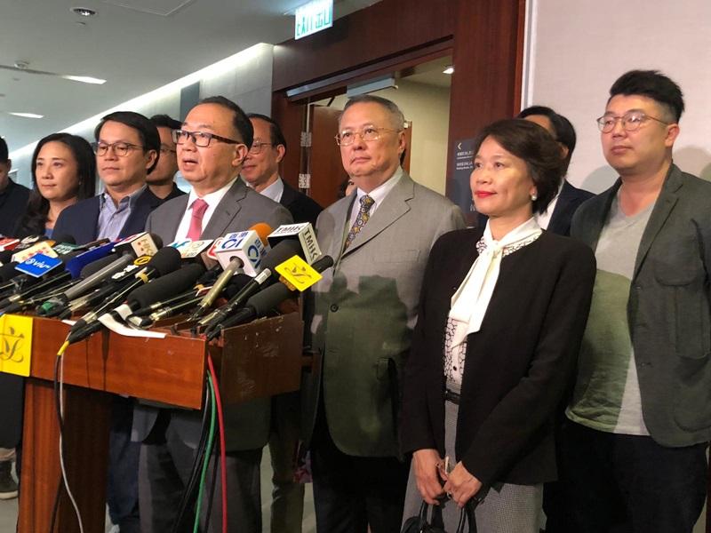 40名建制派议员已联署去信内会要求由石礼谦主持会议,直至选出正、副主席。