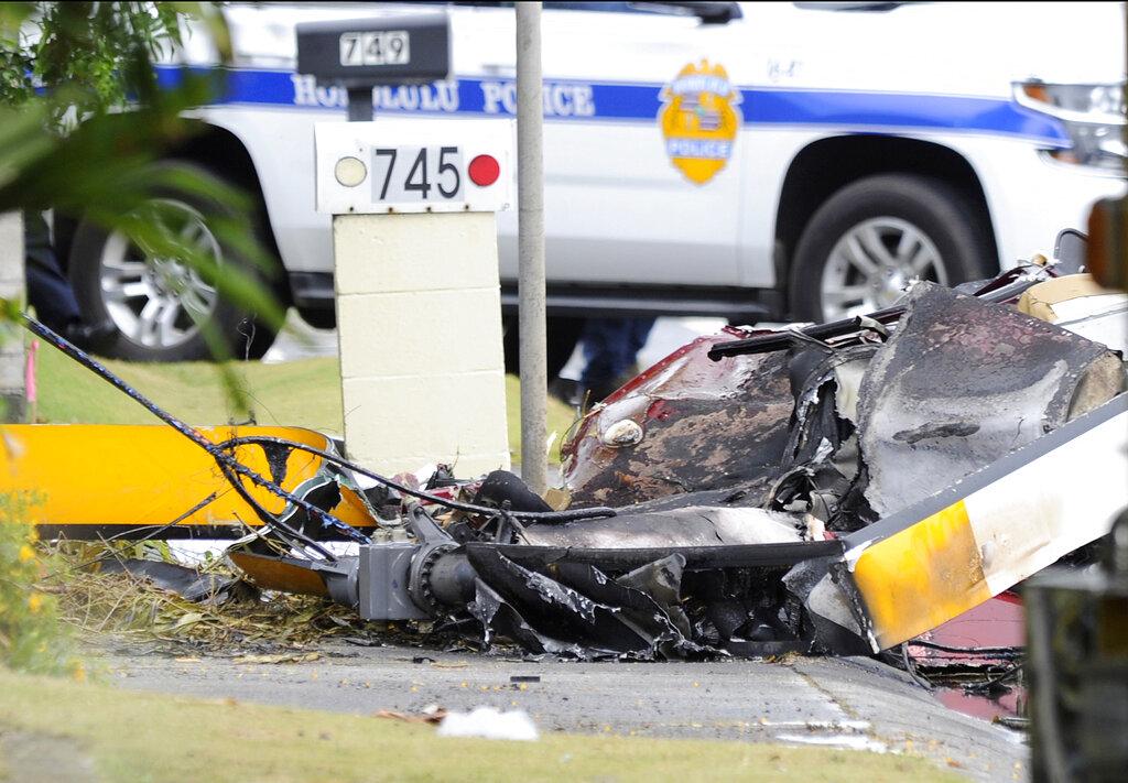美国夏威夷檀香山郊区有观光直升机坠毁。 图片